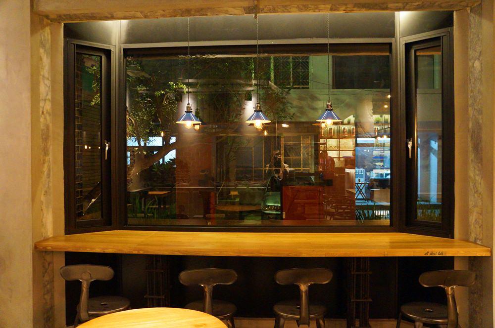 2016 03 29 204235 47 - 台中西區 牧熊小館Moow 輕食 鹹派 有設計感的工業風咖啡館