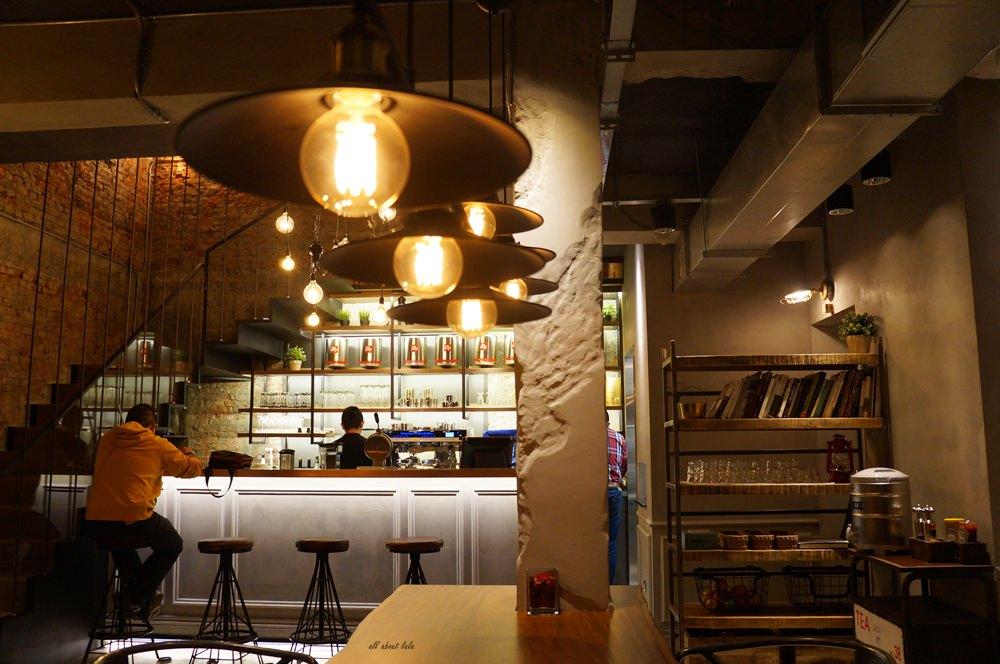 2016 03 29 204315 56 - 台中西區 牧熊小館Moow 輕食 鹹派 有設計感的工業風咖啡館