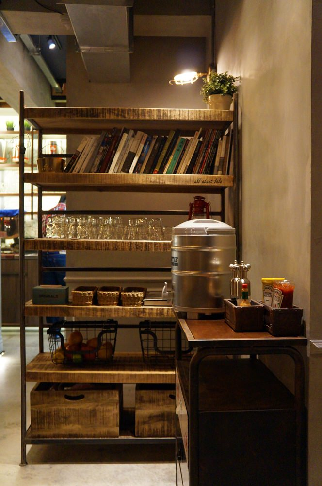 2016 03 29 204325 49 - 台中西區 牧熊小館Moow 輕食 鹹派 有設計感的工業風咖啡館