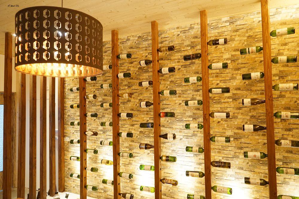 20161120170636 38 - 熱血採訪│台中酒商鼎軒葡萄酒現場直擊,滿滿的酒牆,各式優質紅酒白酒這都有