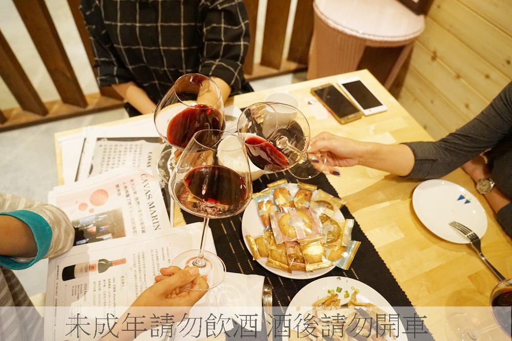 20161120170715 21 - 熱血採訪│台中酒商鼎軒葡萄酒現場直擊,滿滿的酒牆,各式優質紅酒白酒這都有