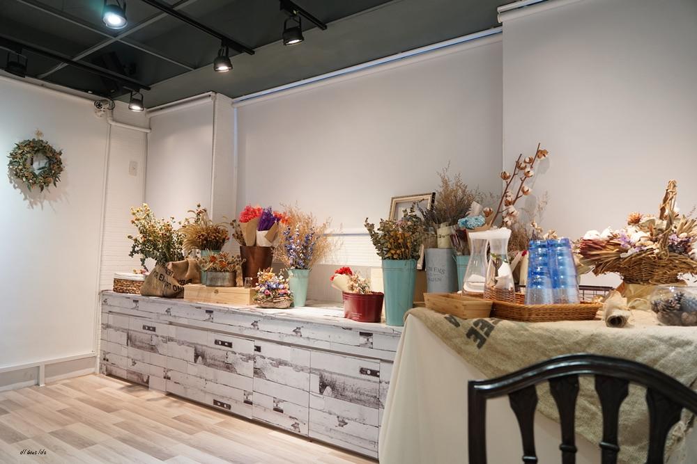 20170313175938 2 - 台中北區 塔米蘭 滿是乾燥花的法式甜點咖啡店 下午茶餐廳推薦