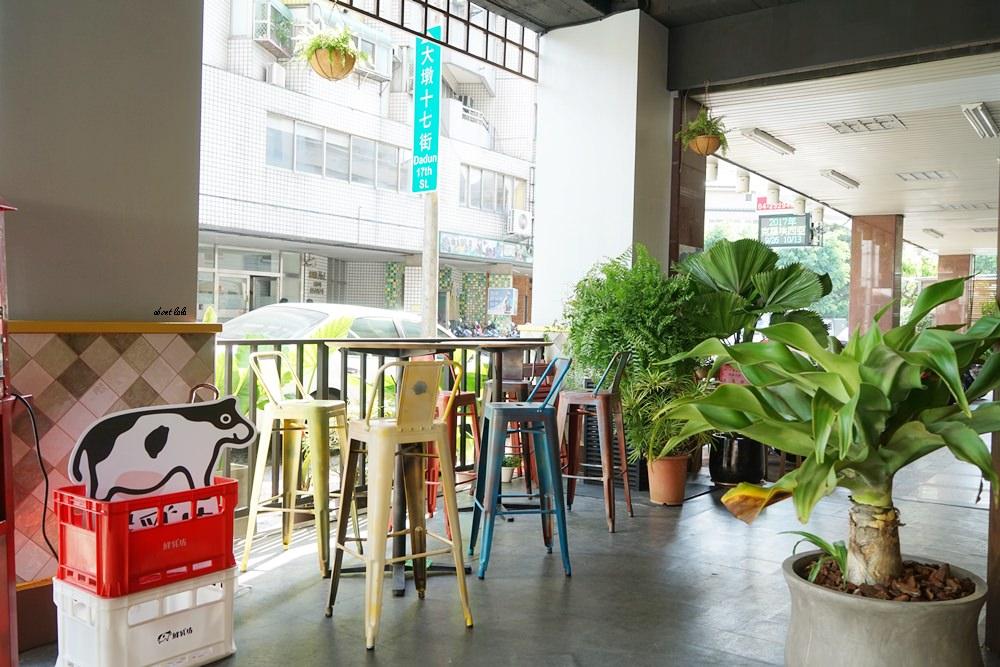 20170607171120 45 - 台中南屯 作客青果冰室 超浮誇的新鮮果汁與復古文青風冰品推薦