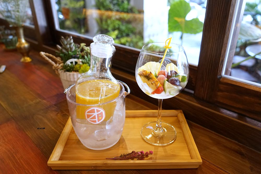 20170607171138 55 - 台中南屯 作客青果冰室 超浮誇的新鮮果汁與復古文青風冰品推薦