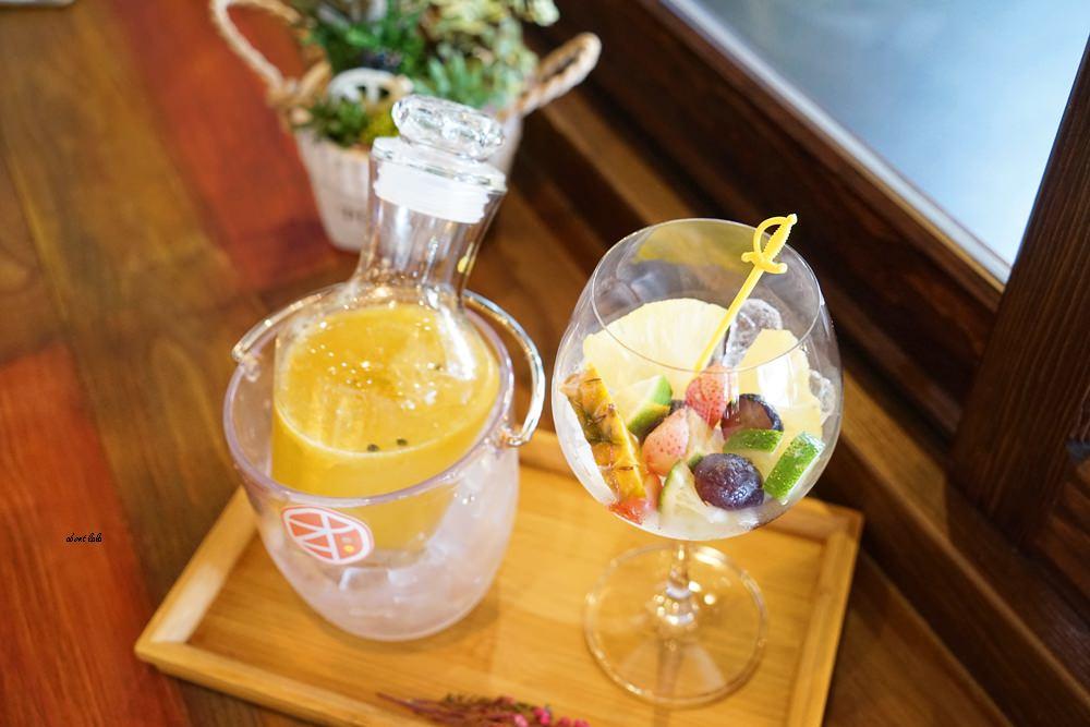 20170607171140 8 - 台中南屯 作客青果冰室 超浮誇的新鮮果汁與復古文青風冰品推薦