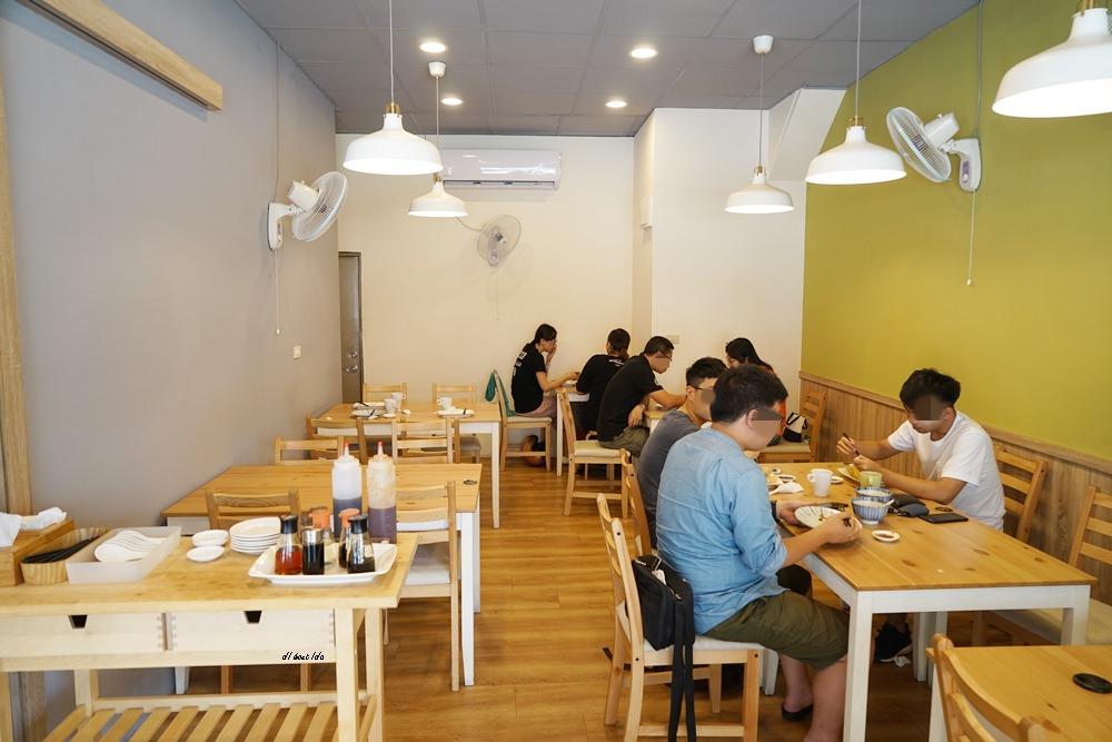 20171014174407 26 - 台中西屯|京軒黃金燒餃子 超美的冰花鍋貼只要銅板價!!