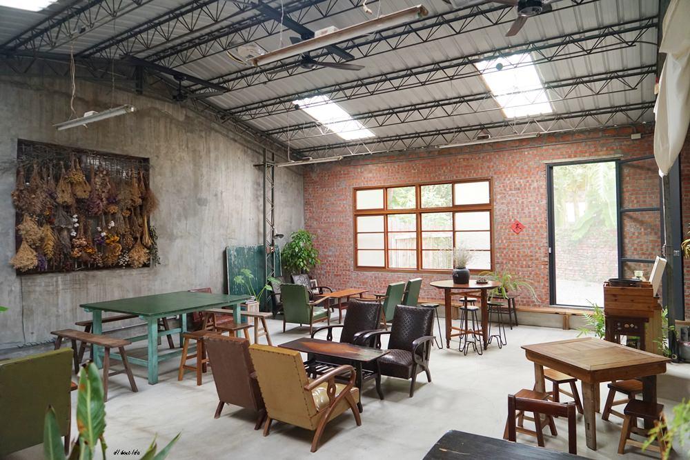 20171109235014 64 - 台中西區│里厚來坐忠勤街咖啡店 少見的陶鍋炒豆 超有個人風格的老屋咖啡