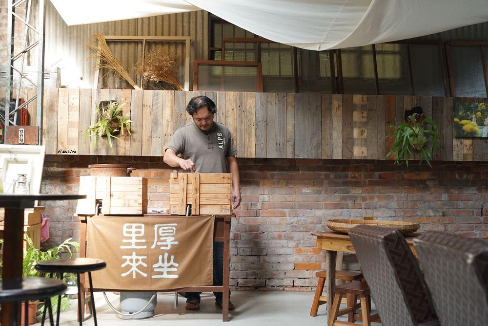 20171109235942 15 - 台中西區│里厚來坐忠勤街咖啡店 少見的陶鍋炒豆 超有個人風格的老屋咖啡