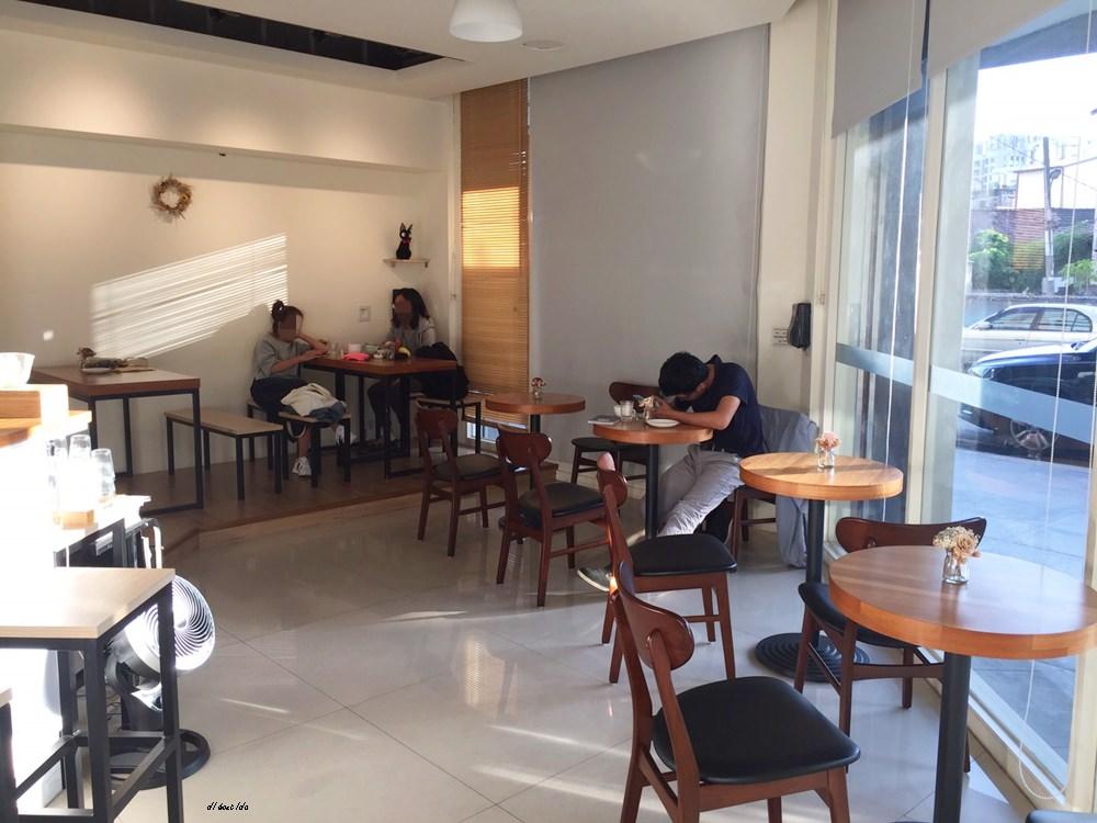 20171122200147 90 - 台中西區│supple coffee自家烘焙咖啡館 正妹吧檯手與好吃的手作甜點