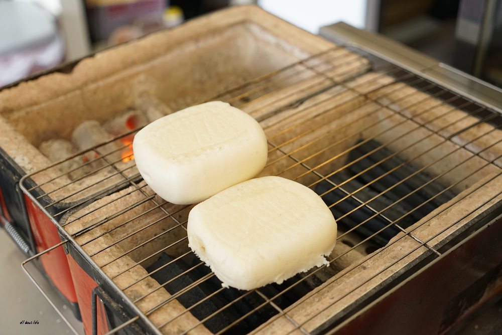 20171217172359 10 - 芋頭控照過來 八燔殿日安朝食處 碳烤芋頭肉鬆饅頭 自製QQ蛋餅皮好好吃