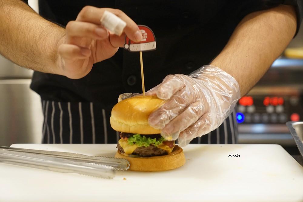 20171226182052 81 - 熱血採訪│台中UNO貨櫃市集 Selfish Burger喀漢堡 牛排等級的漢堡肉