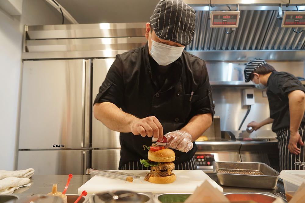 20171226182102 30 - 熱血採訪│台中UNO貨櫃市集 Selfish Burger喀漢堡 牛排等級的漢堡肉