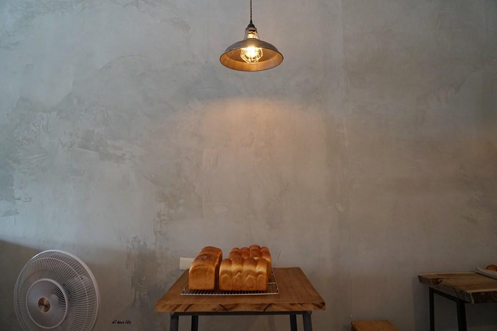 20180515230953 4 - 烏日超有味道的老宅咖啡館-楽珈 Coffee Roaster 還有好吃的手作麵包限量供應