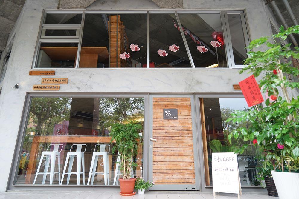 20180605203537 7 - 南區咖啡|沐cafe咖啡廳 焦糖布丁好好吃 輕簡工業風設計 有漂亮的木頭旋轉梯