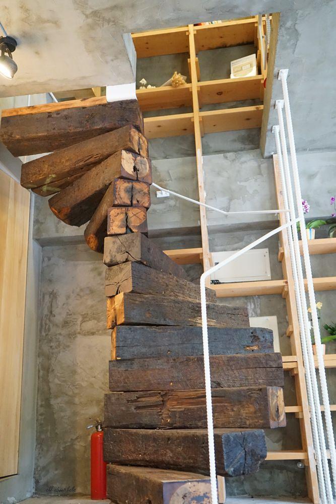 20180605203614 69 - 南區咖啡|沐cafe咖啡廳 焦糖布丁好好吃 輕簡工業風設計 有漂亮的木頭旋轉梯