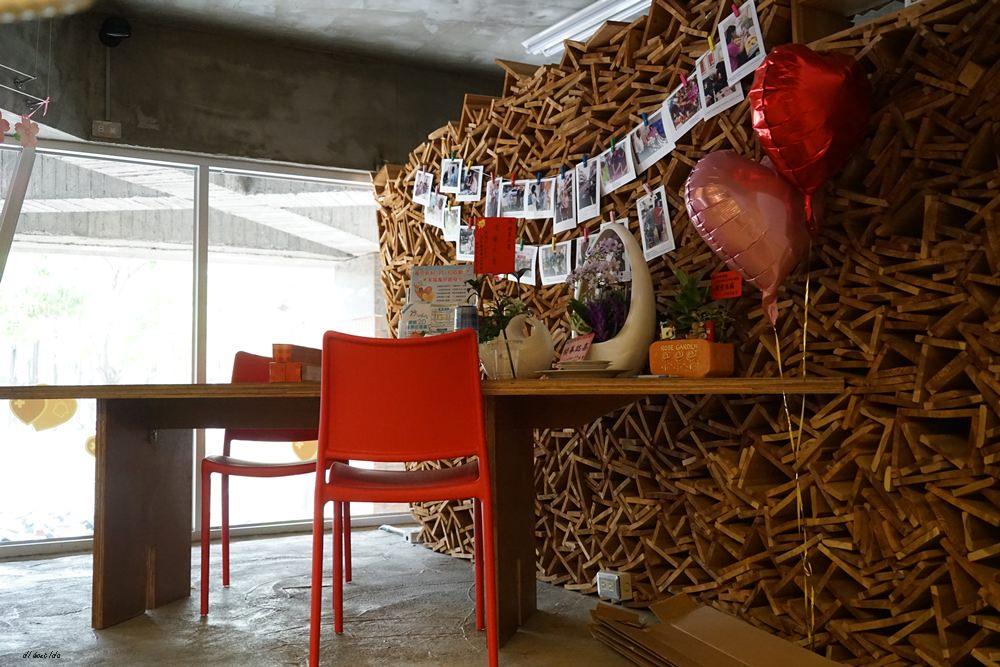 20180605203622 71 - 南區咖啡|沐cafe咖啡廳 焦糖布丁好好吃 輕簡工業風設計 有漂亮的木頭旋轉梯