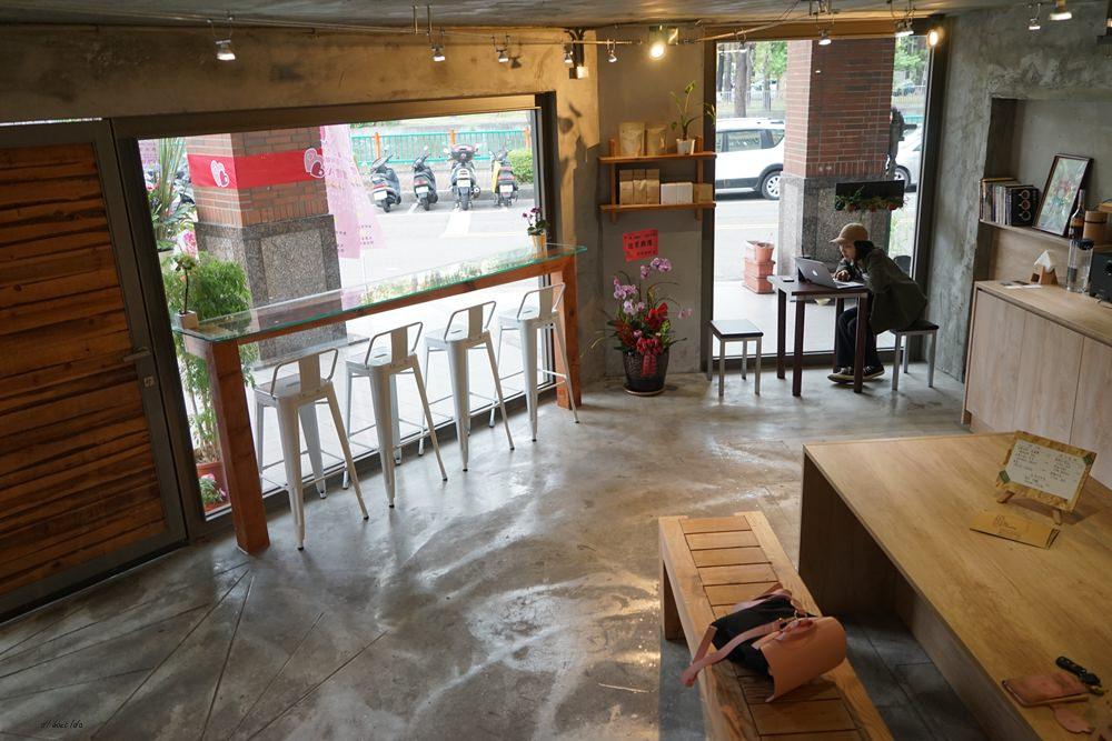 20180605203627 72 - 南區咖啡|沐cafe咖啡廳 焦糖布丁好好吃 輕簡工業風設計 有漂亮的木頭旋轉梯
