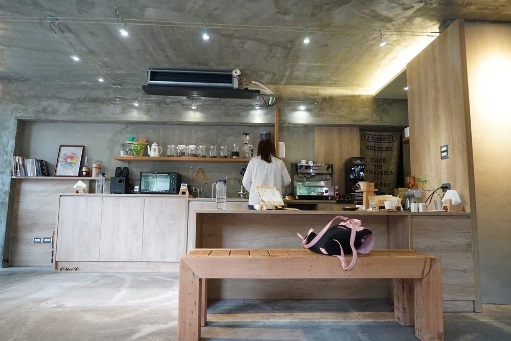 20180605203656 37 - 南區咖啡|沐cafe咖啡廳 焦糖布丁好好吃 輕簡工業風設計 有漂亮的木頭旋轉梯
