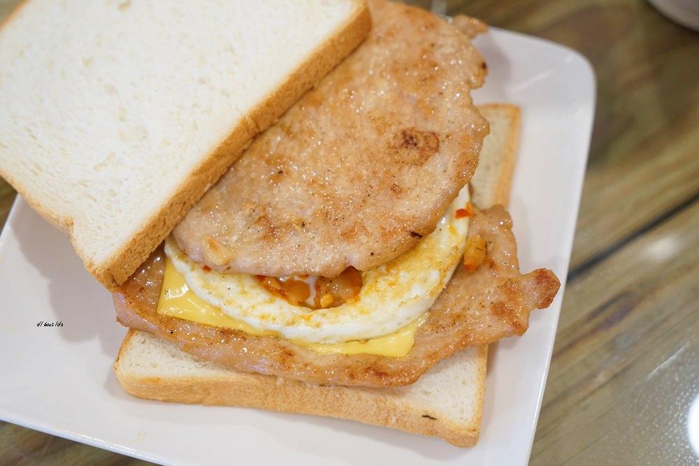 20180611171057 31 - 熱血採訪│烤茶肉蛋土司 早午餐舒適環境卻只要銅板價格 還有好喝飲料喔!