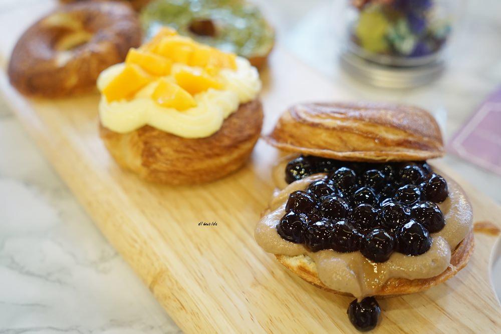 20180613204548 23 - 一中美食︱創意丹麥麵包 有爆漿珍珠奶茶口味 啡嚐丹麥-現烤可拿滋