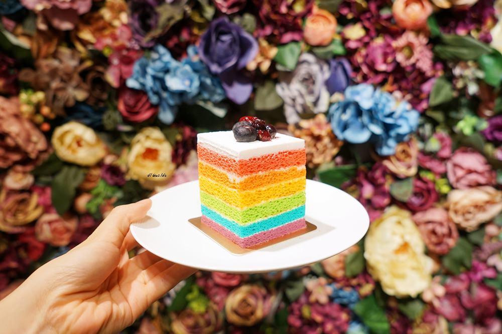 20180618194102 5 - 南屯咖啡︱超繽紛的彩虹蛋糕 與美美的IG打卡花牆 肆捨五入文心店