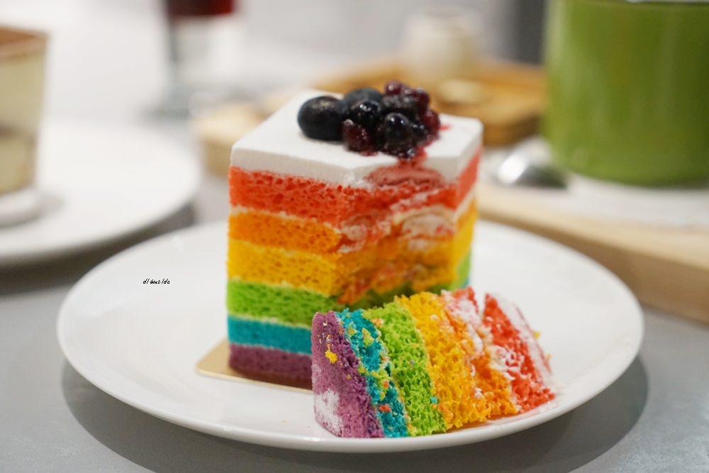 20180618194107 70 - 南屯咖啡︱超繽紛的彩虹蛋糕 與美美的IG打卡花牆 肆捨五入文心店