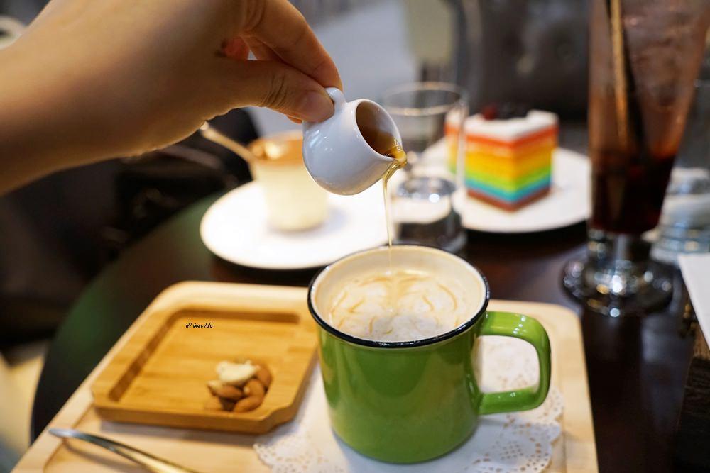 20180618194120 53 - 南屯咖啡︱超繽紛的彩虹蛋糕 與美美的IG打卡花牆 肆捨五入文心店
