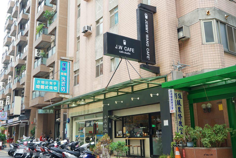 20180711120226 33 - 台中南屯︱超紅的層次感黑糖珍珠拿鐵 J.W. cafe