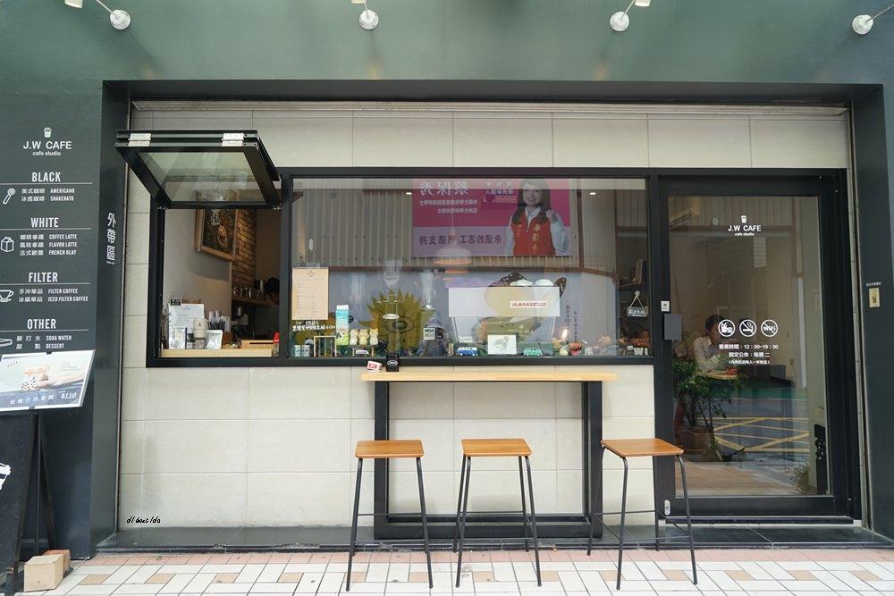 20180711120229 41 - 台中南屯︱超紅的層次感黑糖珍珠拿鐵 J.W. cafe