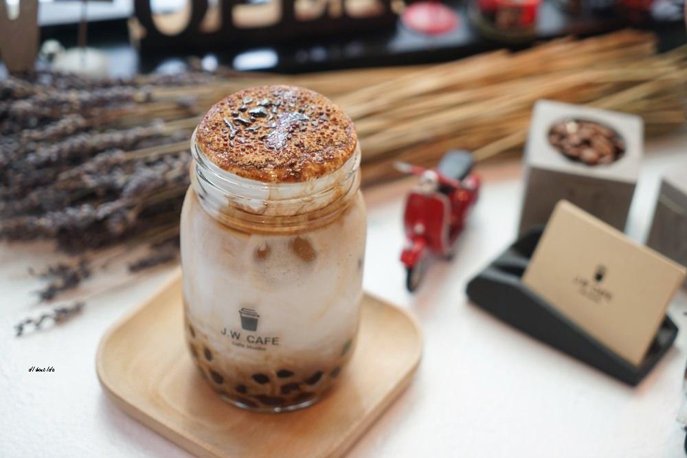 20180711120235 60 - 台中南屯︱超紅的層次感黑糖珍珠拿鐵 J.W. cafe