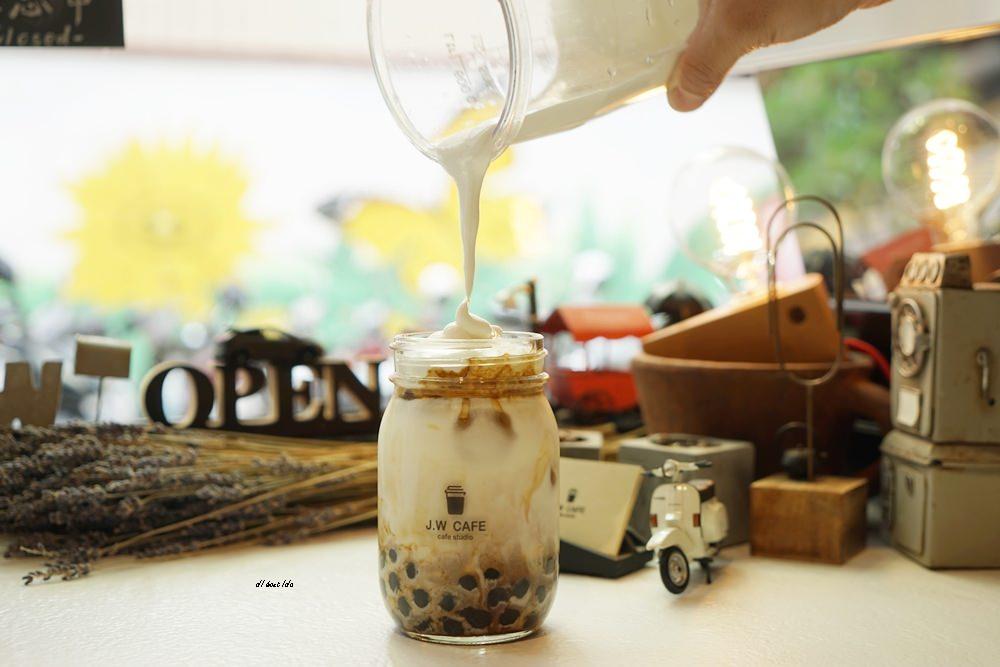 20180711120235 79 - 台中南屯︱超紅的層次感黑糖珍珠拿鐵 J.W. cafe