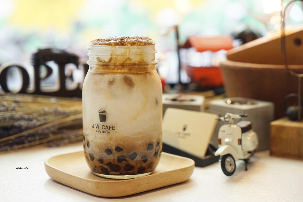 20180711120236 18 - 台中南屯︱超紅的層次感黑糖珍珠拿鐵 J.W. cafe