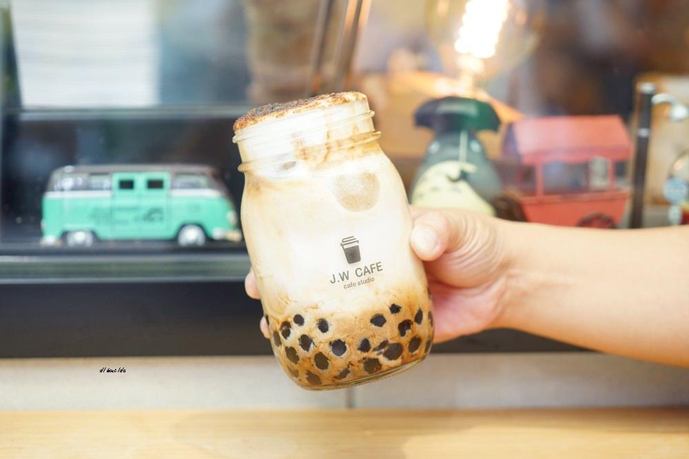 20180711120239 54 - 台中南屯︱超紅的層次感黑糖珍珠拿鐵 J.W. cafe
