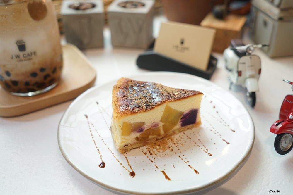 20180711120239 89 - 台中南屯︱超紅的層次感黑糖珍珠拿鐵 J.W. cafe