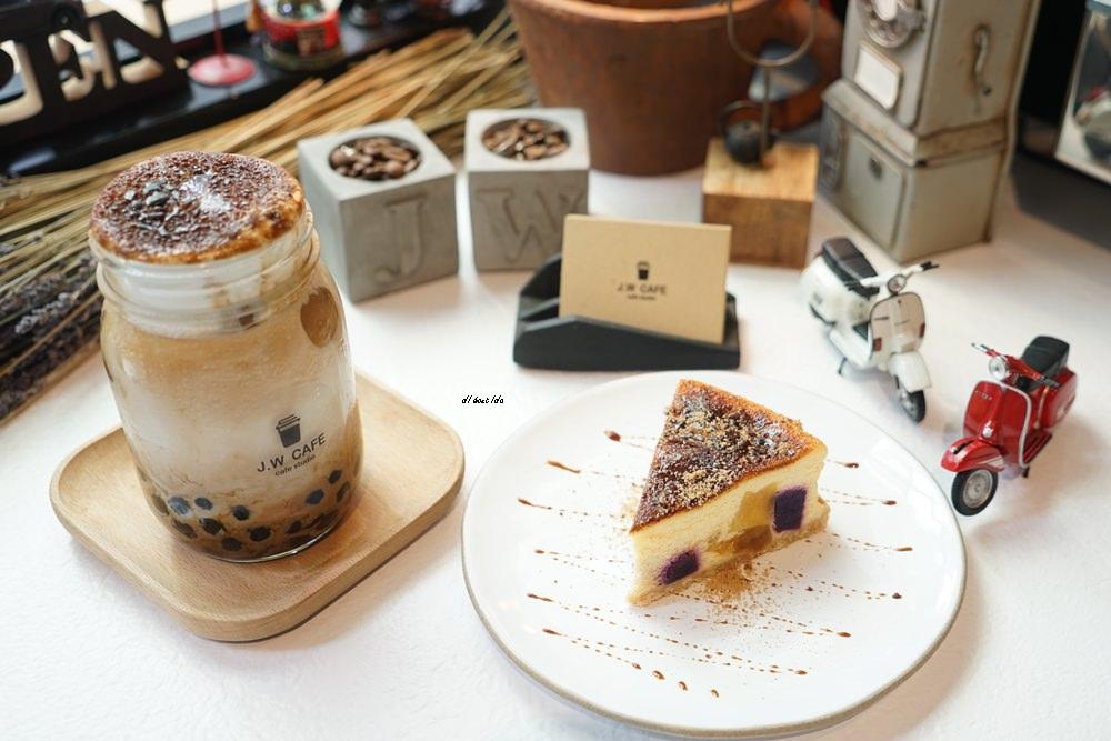 20180711120248 49 - 台中南屯︱超紅的層次感黑糖珍珠拿鐵 J.W. cafe