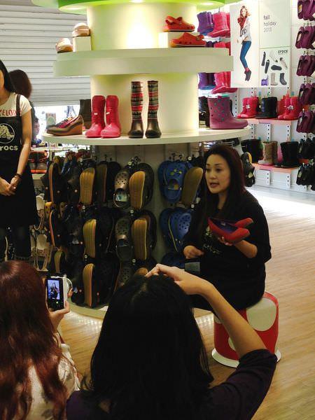 Crocs卡駱馳品牌資深經理Tracy介紹2013秋冬鞋款-2.jpg